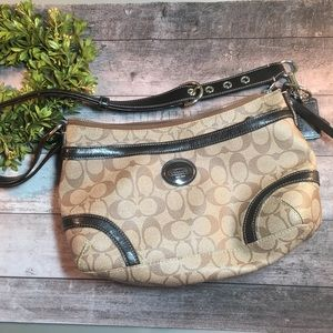 Coach purse brown in excellent condition.